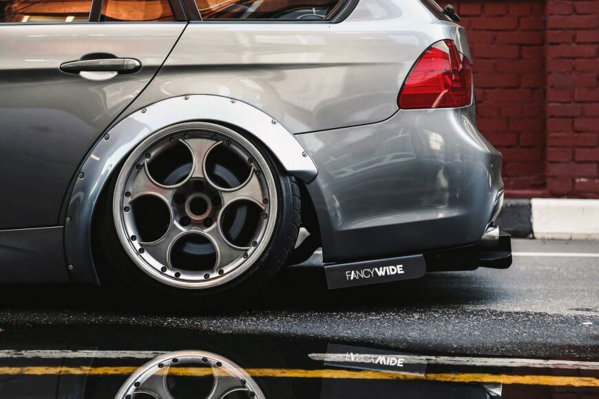 Scraping-low widebody BMW E91